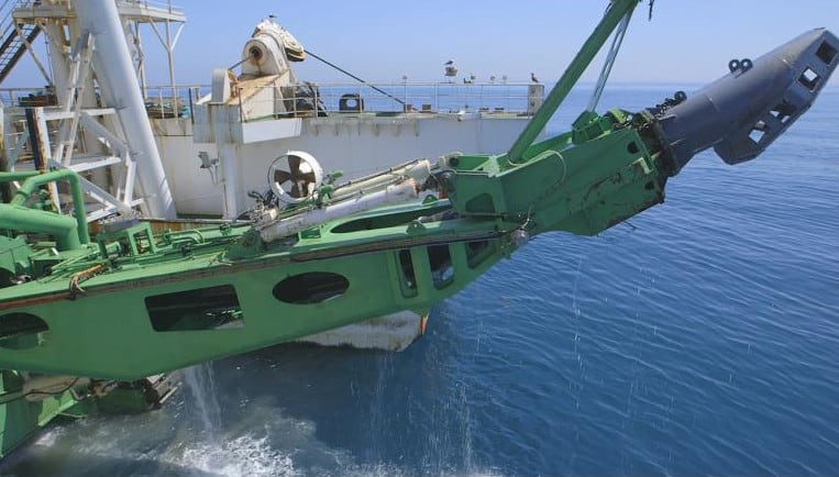 Crawler Ship has a 280 ton track-mounted crawler that moves in a horizontal arc and mines in lanes